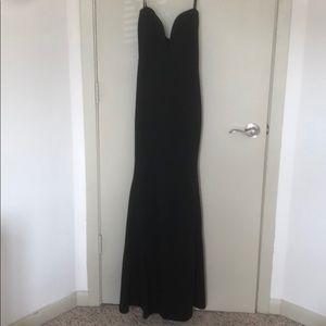 Strapless plunge gown